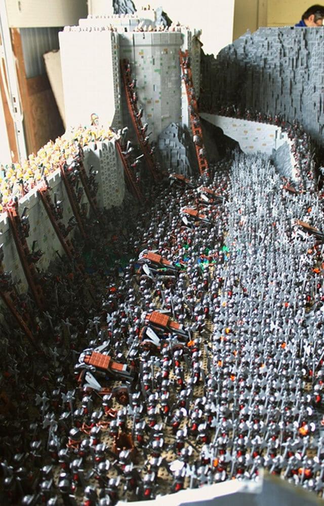 FUN STUFF: 150,000 piece LOTR Helmu0026#39;s Deep : Midroad Movie ...